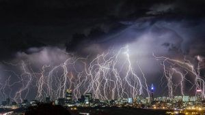 100-lightnings_pic1